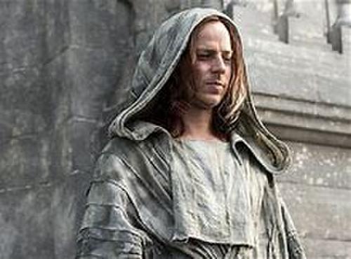 アリアが父エダードが処刑された時、アリアは逃亡する! 逃がして貰っている! 男の子になっている!  この時に同行したのが、ジェンドリーとパンを焼く男の子である!